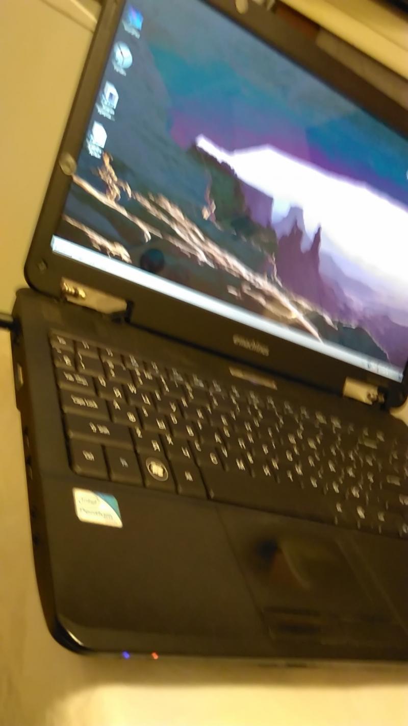 Ноутбук E-Machines E727 2 ядра 2200 Mhz 2 Gb 300 hdd 15,6 cr wi-fi came